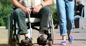 walking-old-young-help-pram-wheelchair-521906-pxhere.com