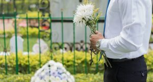 funeral-2511124_640