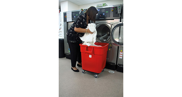 HS-6017_Washer_Emptying_3048-LR