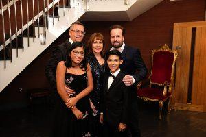The-Glassbrooks-LR-Simon,-Florecita,-Carolyn-and-Rolando-Glassbrook-with-Alfie-Boe
