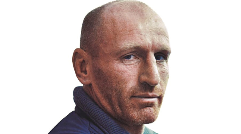 Rugby Legend Gareth Thomas Calls On Runners To Join The Resolution - Gareth Thomas looking at the camera - Gareth Thomas