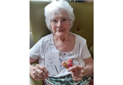 Reinbek Residents Give Loved Ones Keepsake Hearts