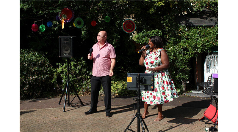 """National Day Of Arts In Care Homes: Compton Lodge Celebrates With """"Champagne Performance"""