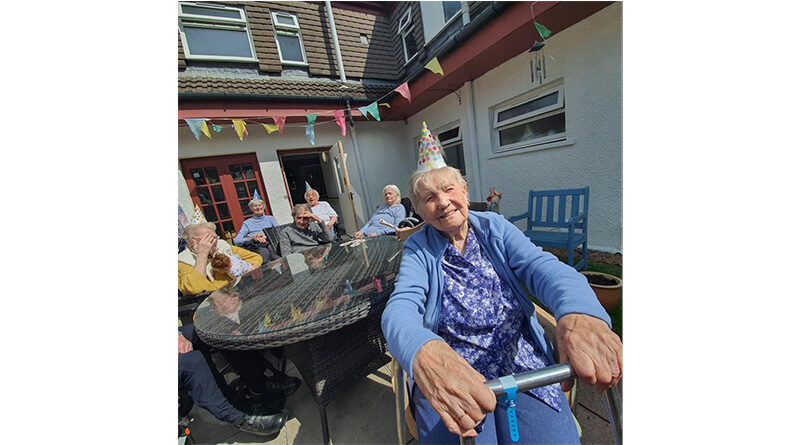 Hamilton Care Home Residents Enjoy their First Post-Lockdown Party